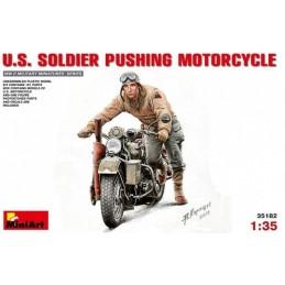 MA-35182 1/35 MiniArt U.S.Soldier Pushing Motorcycle
