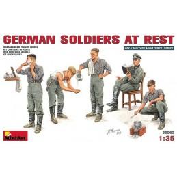 1/35 GERMAN SOLDIERS AT R