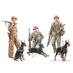 MB-35155 1/35 Dogs in the service in Marine Corps. WW II era