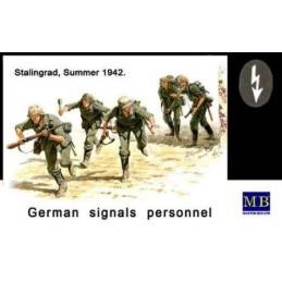 MB-3540 1/35 German Signals Personnel