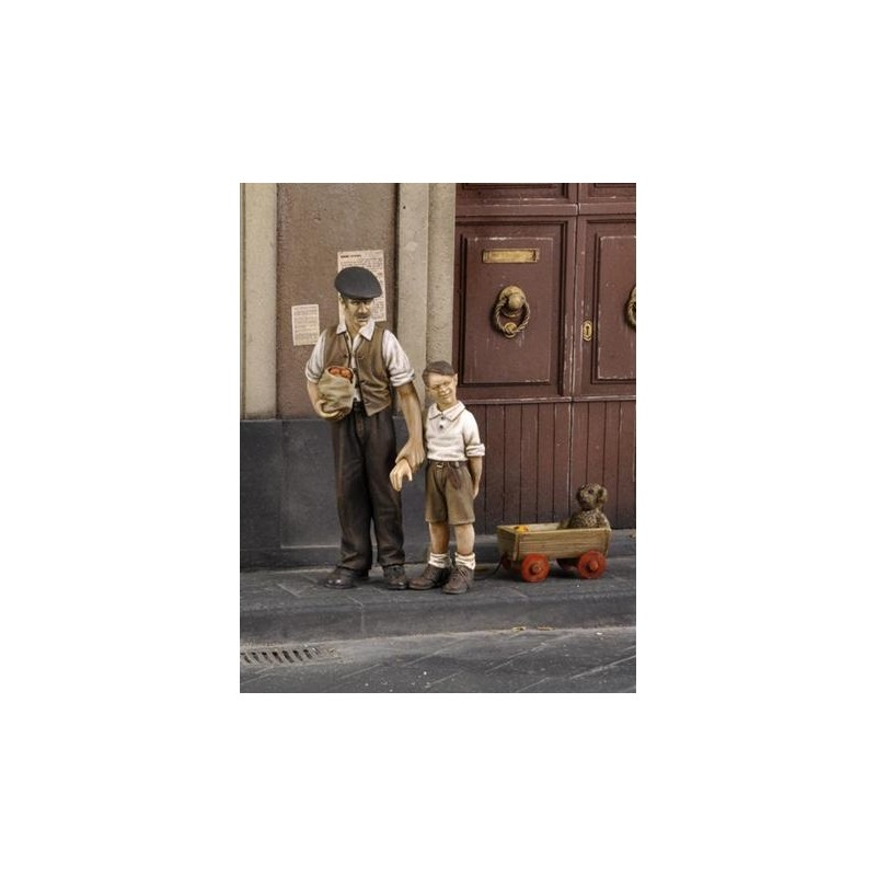 RM-573 Royal Model 573 1/35 Civilian man with children (WWII)